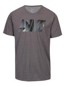 Šedé pánské funkční tričko s potiskem Nike