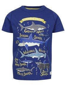 Tmavomodré chlapčenské tričko s potlačou žralokov Tom Joule