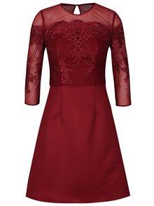 Vínové šaty s čipkovaným topom Chi Chi London Libbie