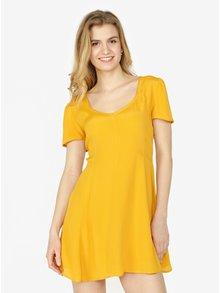 Hořčicové šaty Miss Selfridge