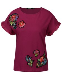 Tmavě růžové tričko s nášivkami a volány na rukávech Desigual Candice