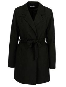 Černý kabát s textilním páskem ONLY Dicte