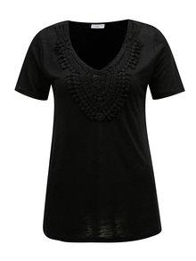 Čierne tričko s čipkovou nášivkou Jacqueline de Yong Dodo
