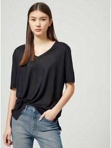 Černé tričko s véčkovým výstřihem Selected Femme Lyro