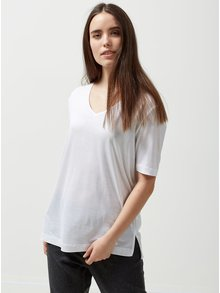 Biele tričko s véčkovým výstrihom Selected Femme Lyro
