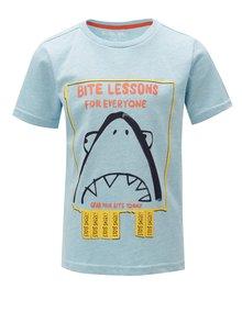 Modré klučičí tričko s potiskem žraloka 5.10.15.