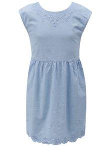 Světle modré šaty s výšivkou a mašlí na zádech 5.10.15.