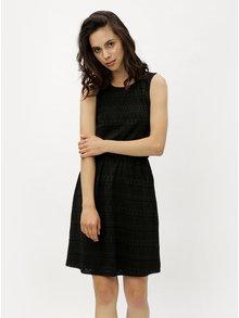 Čierne čipkové šaty s prestrihom na chrbte ONLY