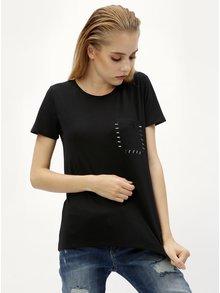 Tricou negru cu buzunar la piept Jacqueline de Yong Goa