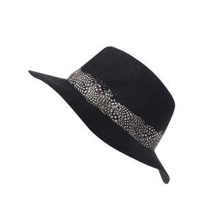 Pălărie Pieces Town neagră cu pene