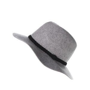 Pălărie gri Vero Moda Dana cu accesoriu împletit