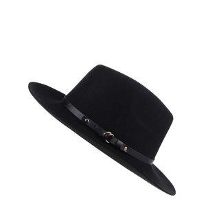 Pălărie neagră cu garnitură din imitație de piele Pieces Daniella la pretul de 179.99