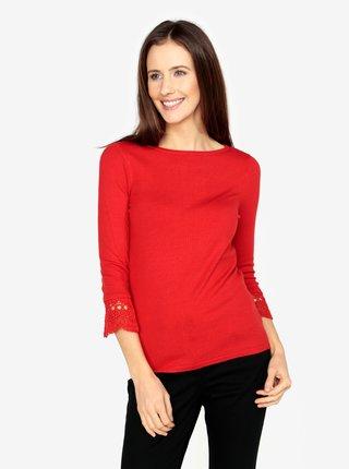 Červený sveter s čipkovanými detailmi na rukávoch M&Co