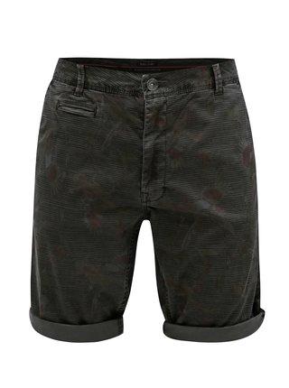 Pantaloni barbatesti scurti maro chino cu model Garcia Jeans