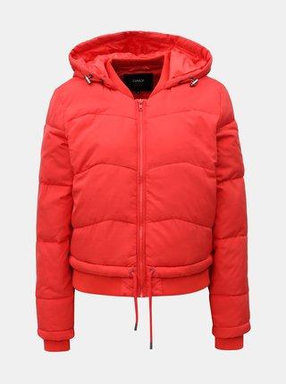 Červená krátka zimná bunda s kapucňou ONLY