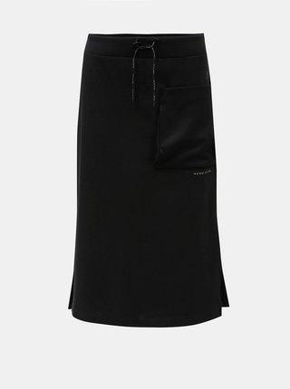 Černá sukně s kapsou a rozparky Nike