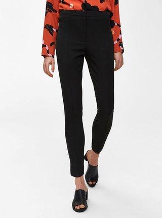Černé zkrácené kalhoty s puky a vysokým pasem Selected Femme Ilue