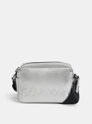 Crossbody kabelka v striebornej farbe Calvin Klein Jeans