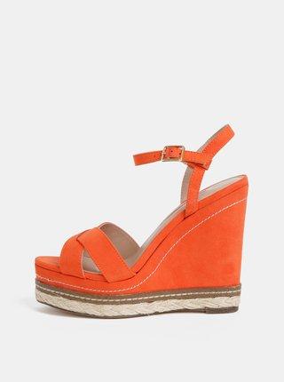 Červené sandále na platforme v semišovej úprave Dorothy Perkins