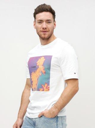f2f07b278bc8 Bílé pánské tričko s potiskem Tommy Hilfiger Tomorrow