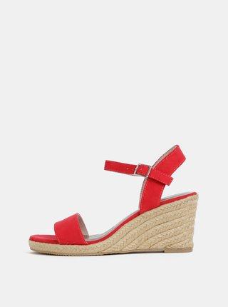 Červené sandálky v semišovej úprave na plnom podpätku Tamaris