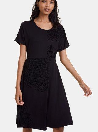 Černé šaty se sametovými detaily Desigual