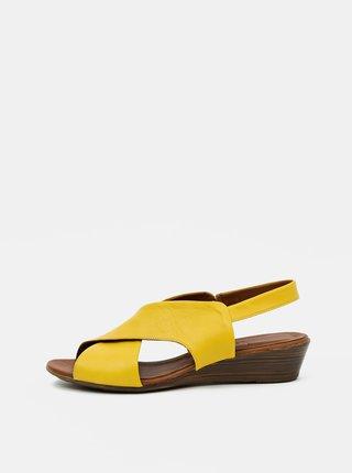 Žluté kožené sandálky na klínku WILD
