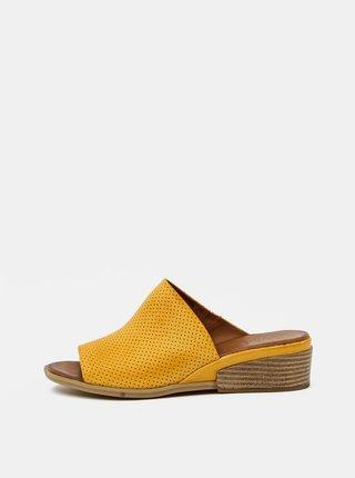 Žluté dámské kožené pantofle na klínku WILD