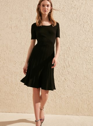 Černé svetrové šaty Trendyol
