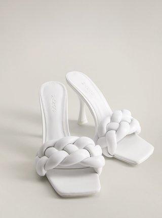 Bílé kožené pantofle na podpatku Mango Knotty