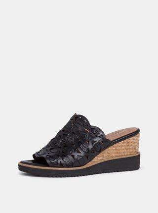 Černé kožené pantofle na klínku Tamaris