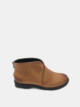 Hnědé dámské kožené kotníkové boty WILD