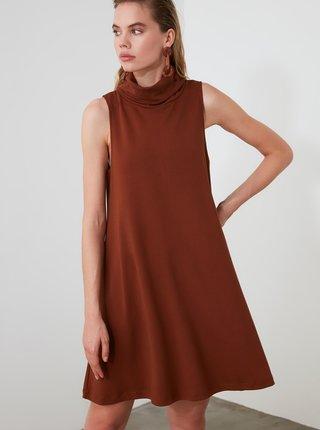 Hnedé šaty s rolákom Trendyol