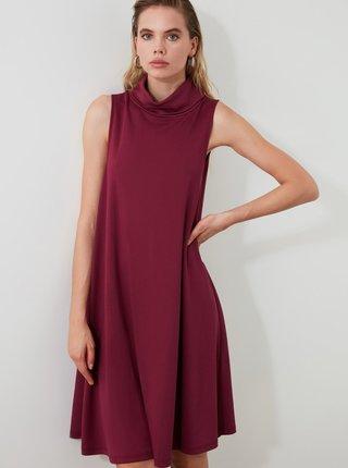 Vínové šaty s rolákom Trendyol
