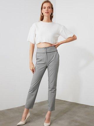 Šedé dámske kockované skrátené nohavice Trendyol