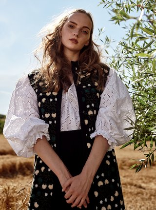 Čierna dámska vzorovaná dlhá vesta Bohemian Tailors