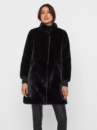 Čierny kabát z umelého kožúšku VERO MODA