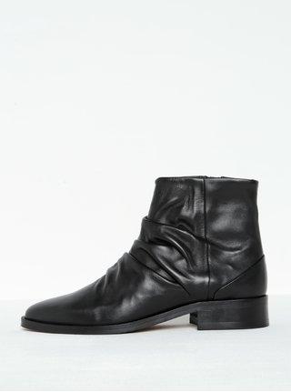 Čierne dámske kožené členkové topánky s nazberkaním Royal RepubliQ
