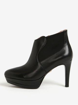 Černé kožené kotníkové boty na vysokém podpatku Tamaris