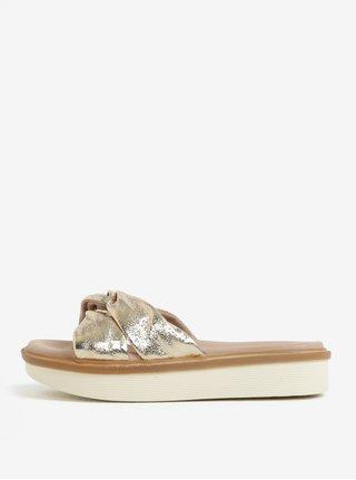 Kožené pantofle ve zlaté barvě na platformě Tamaris