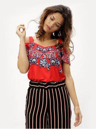 Tricou de dama rosu cu model floral si decupaj pe umeri M&Co