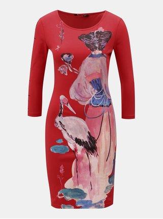 Červené pouzdrové šaty s potiskem Desigual Sonora