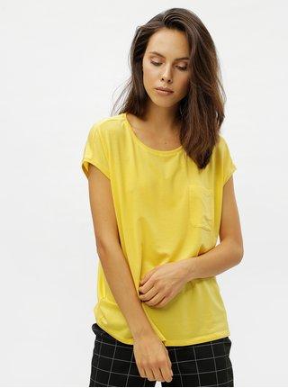 5bd8cbcc1 Žlté basic tričko s náprsným vreckom VERO MODA Ava