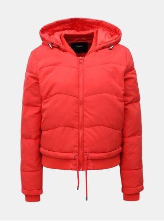 Červená krátká zimní bunda s kapucí ONLY