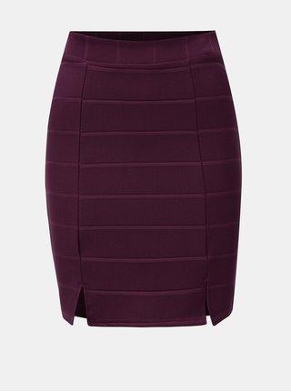 Vínová rebrovaná sukňa s rozparkami Miss Selfridge