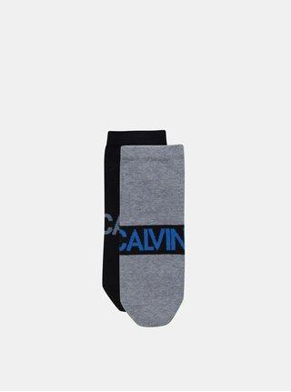 Balenie dvoch párov pánskych nízkych ponožiek v sivej a čiernej farbe Calvin Klein Jeans