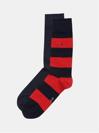 Balenie dvoch párov pánskych pruhovaných ponožiek v červenej a tmavomodrej farbe Tommy Hilfiger