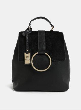 Čierny batoh s umelou kožušinkou a detailmi v zlatej farbe Bessie London