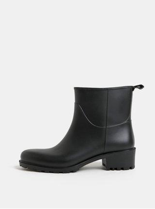 Černé gumové kotníkové boty na podpatku OJJU