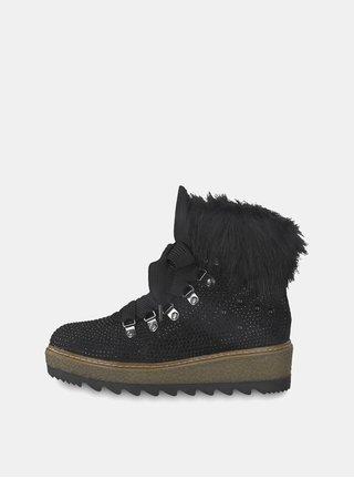 Černé zimní boty v semišové úpravě na platformě s ozdobnými kamínky Tamaris